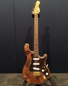 AOZAX Guitar Garage 第1号 (シリアルナンバー 001)